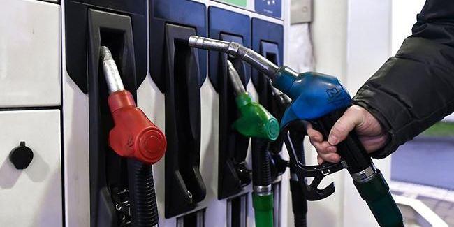 В Україні оптові ціни на бензин і дизпаливо в квітні впали більш як на 20%