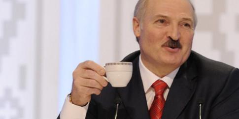 «Організуємо, як годиться»: Лукашенко заявив, що парад до 9 травня не скасують