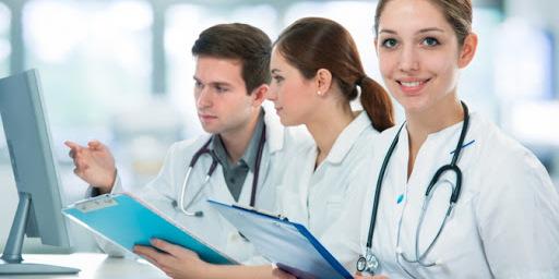Максим Степанов заявив, що уже в 2020 році зарплати українським медикам збільшать до 50%