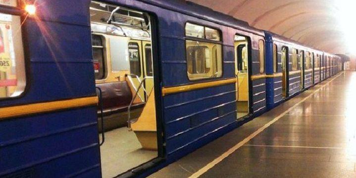 Супрун пропонує встановити у метро столиці спиртовмісні антисептики