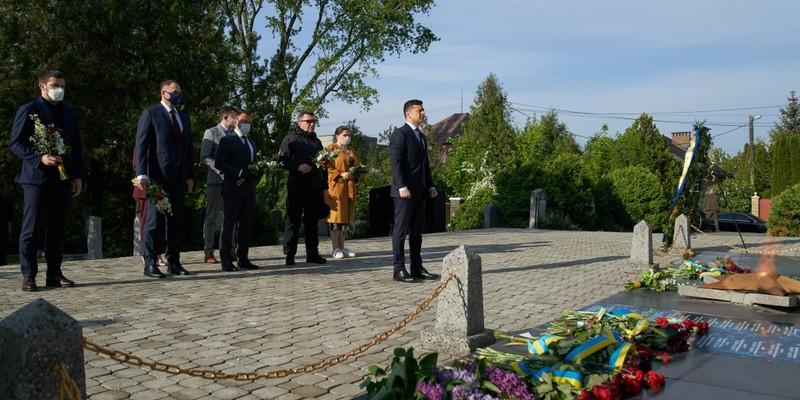 На Закарпатті Президент ушанував пам'ять загиблих воїнів, які визволяли Україну від нацистських окупантів