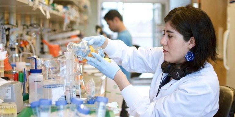 Українська фармкомпанія шукає донорів для розробки препарату від COVID-19: як ним стати