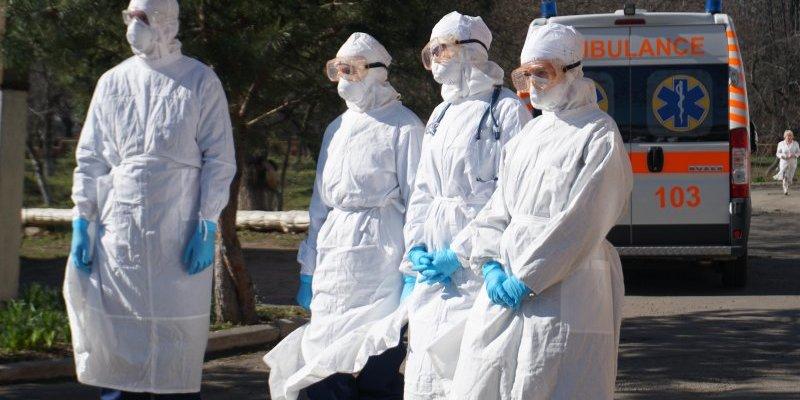 Відомий у світі фотограф показав українських медиків у моторошному ролику про коронавірус