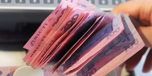 НБУ спростив видачу готівки власникам карток на касах у магазинах