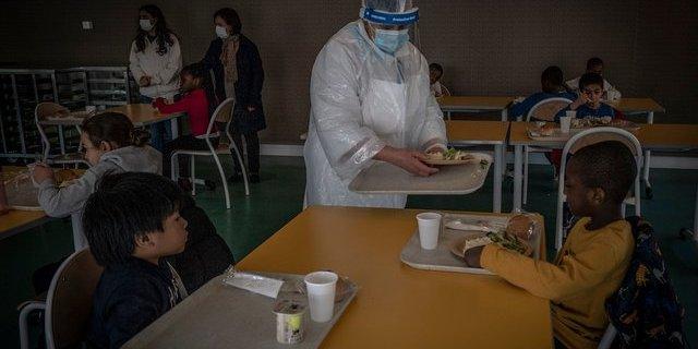У Франції через коронавірус знову закривають школи