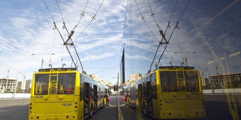 Стало відомо коли в Києві запрацює наземний транспорт та метро