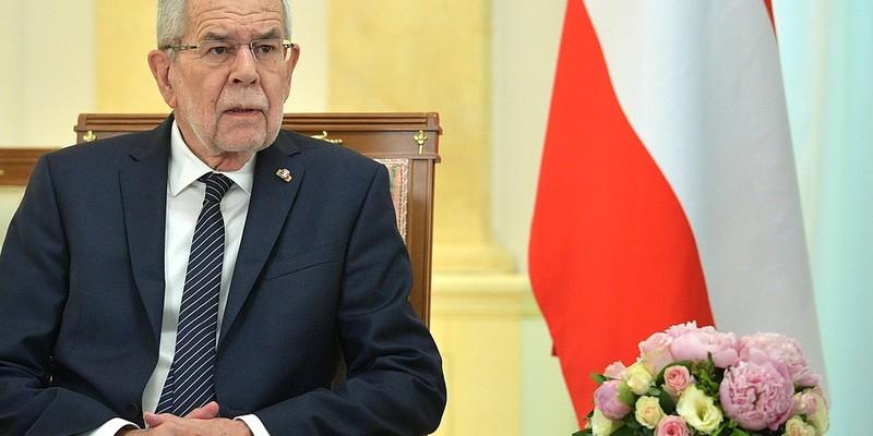 Президент Австрії порушив карантин, засидівшись у ресторані