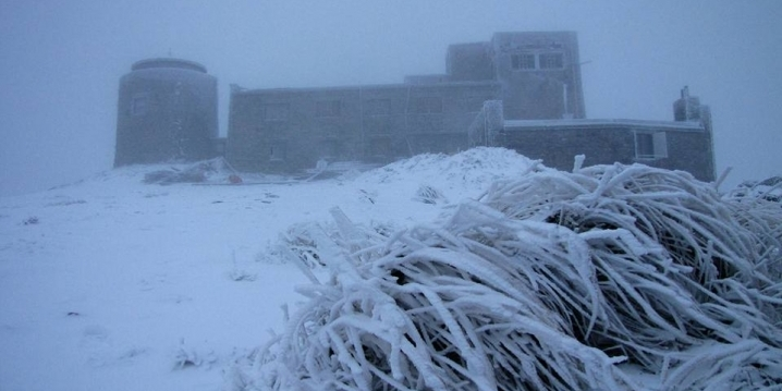 У Карпатах на горі Піп Іван випало до 15 см снігу