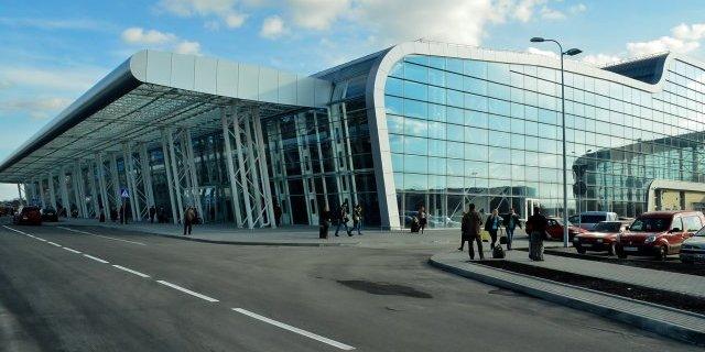 Аеропорт Львова відновлює роботу
