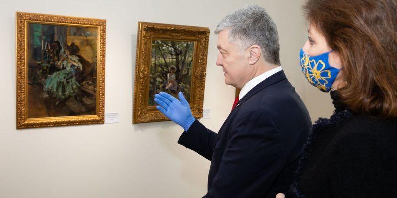 Спецпризначенці ДБР прийшли до музею Гончара, в якому відбувається виставка картин з особистої колекції Порошенка. ВIДЕО
