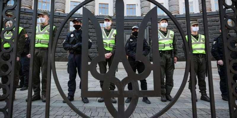 Кабмін розписав життя українців на час пандемії: є 3 сценарії