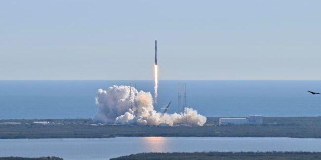 SpaceX вперше запустила в космос ракету з людьми